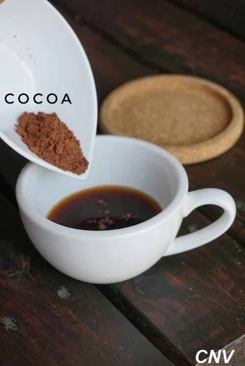 cho bột ca cao vào cà phê nấm linh chi