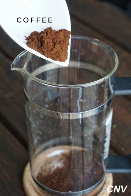 cho cafe vào phin