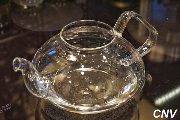 nấu nước sôi chế biến cà phê nấm linh chi đỏ