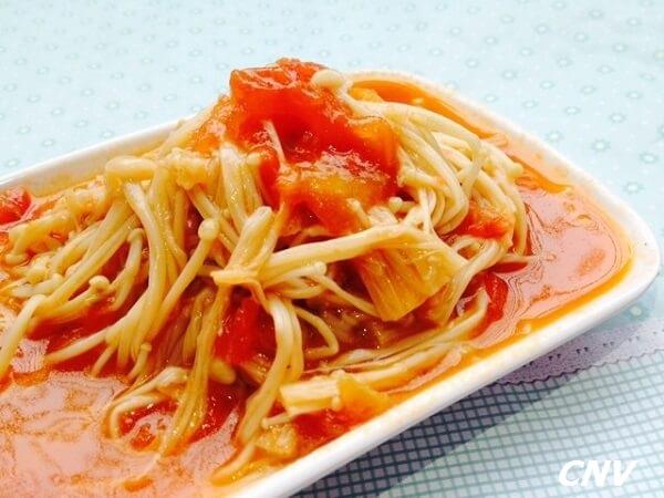 nấm kim châm xào cà chua